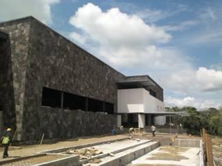 Construcción de casa club Altozano El Nuevo Tabasco Balcones y terrazas modernos de Grupo Constructor Mega, S. A. DE C. V. Moderno