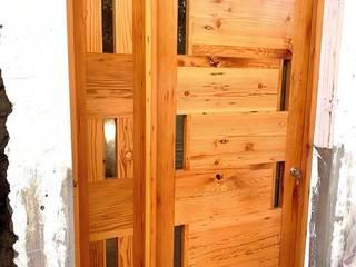 Puerta de entrada en pino Oregón americano de demolición de Diseños Colombia Moderno