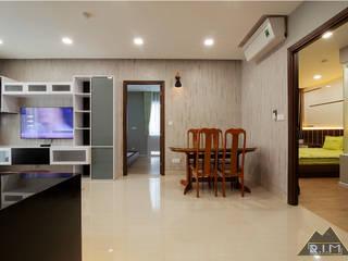Trang trí nội thất căn hộ Xi Grand Court Apartment Phòng ăn phong cách hiện đại bởi Công ty trang trí nội thất RIM Decor Hiện đại