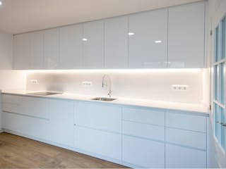 Modern Kitchen by Grupo Inventia Modern