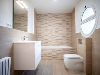 Modern Bathroom by Grupo Inventia Modern