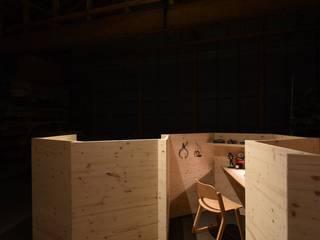 入れる「匣」から、入る「箱」へ。 和風デザインの 書斎 の 株式会社 大雪木工 和風