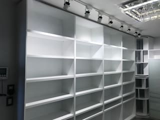 Walk in Closet Vestidores modernos de Soma & Croma Moderno