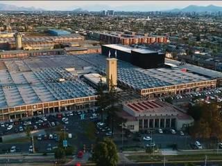 La Fabrica Patio Outlet de Pedro Larrain Arquitectos Industrial