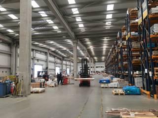 Centro de Distribución MK Bodegas de estilo industrial de Pedro Larrain Arquitectos Industrial