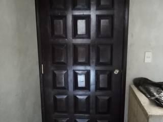 fabricación de puerta de tableros colonial:  de estilo colonial por Carpinteria cardos , Colonial