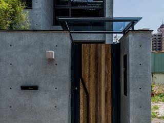 自地自建夢想住宅 桃園 The F House 根據 黃巢設計工務店/戴小芹建築師事務所 現代風
