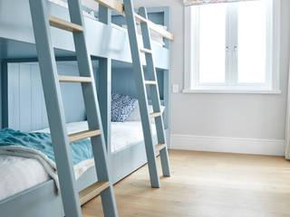 HERMANUS, BEACH HOUSE Rustic style bedroom by Oggie Flooring Rustic