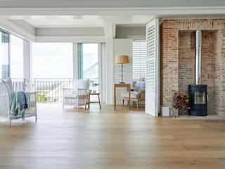HERMANUS, BEACH HOUSE by Oggie Flooring Rustic