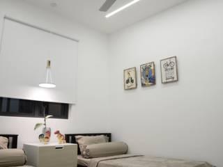 SV-House Minimalist bedroom by Kerinthing Design Unit Minimalist