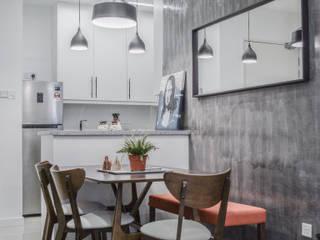 SV-House Minimalist dining room by Kerinthing Design Unit Minimalist