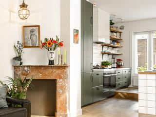 marmeren schouw Moderne woonkamers van ÈMCÉ interior architecture Modern Marmer