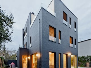 Modern houses by Easst architects Modern