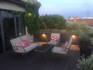 ILUMINACION Balcones y terrazas de estilo moderno de Jardín con Clase Moderno