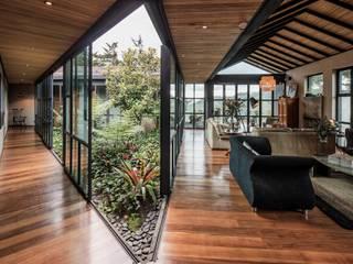 Casa Ortega Mora Estudio Transversal SAS Salas modernas Madera Acabado en madera