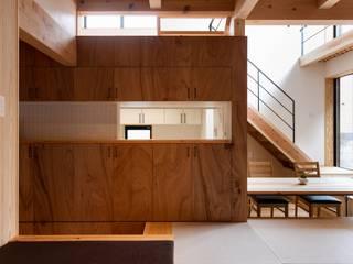 现代客厅設計點子、靈感 & 圖片 根據 荒井好一郎建築設計室 現代風