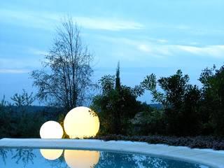 Globo Kugelleuchten von Slide für eine beeindruckende Außenbeleuchtung lights4life GmbH & Co.KG Balkon, Veranda & TerrasseBeleuchtung Kunststoff Weiß