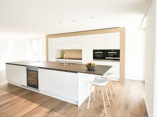 Küchen Ruepp Schreinerei AG KücheArbeitsplatten Weiß