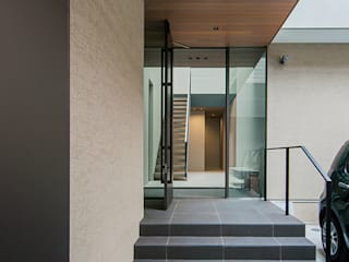 Modern Corridor, Hallway and Staircase by エスプレックス ESPREX Modern