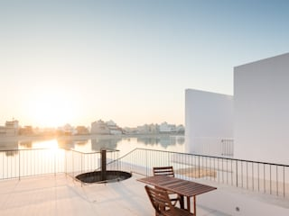 AREIA, Five houses in Kuwait AAP - ASSOCIATED ARCHITECTS PARTNERSHIP Terrace Bricks White
