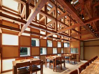 炉端焼源六 堤由匡建築設計工作室 アジア風レストラン 木 木目調