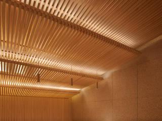 会席尺八 アジア風レストラン の 堤由匡建築設計工作室 和風