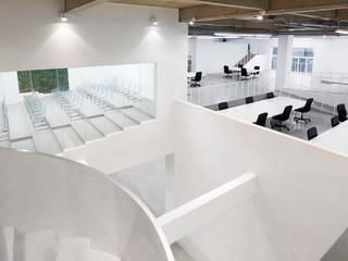 大興の工場コンバージョン 堤由匡建築設計工作室 オフィススペース&店 ガラス 白色