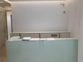 Clinica Cidental Pasillos, vestíbulos y escaleras modernos de Ricardo Pupkin Link Arquitecto Moderno