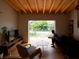 Phòng khách phong cách Bắc Âu bởi 松原建築計画 一級建築士事務所 / Matsubara Architect Design Office Bắc Âu
