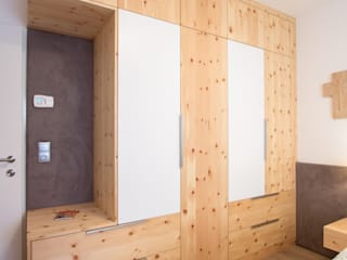 Laserer Tischlerei & Küchenstudio Salzburg ห้องนอนWardrobes & closets