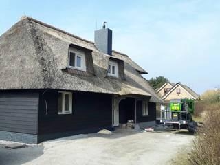Gerookte houten vloeren villa Ameland van De Houtfabriek Modern