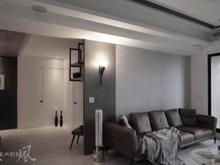 微奢簡約質感中藏入低調且自在的寧靜空間 现代客厅設計點子、靈感 & 圖片 根據 東風室內設計 現代風