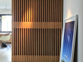 Pasillos, vestíbulos y escaleras de estilo moderno de Rardo - Architects Moderno