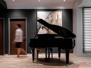 𝐏𝐄𝐍𝐓𝐇𝐎𝐔𝐒𝐄 | 𝐒𝐈𝐌𝐏𝐋𝐄 𝐋𝐔𝐗𝐔𝐑𝐘 𝐋𝐈𝐕𝐈𝐍𝐆 WOOD & COL SDN BHD Modern corridor, hallway & stairs Black