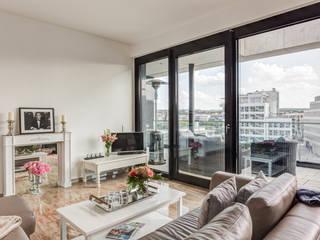 Modern Living Room by finest art of living / Lydia Wegner interiordesign Modern