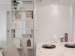 𝐒𝐄𝐓𝐈𝐀 𝐏𝐈𝐍𝐍𝐀𝐂𝐋𝐄 | 𝐏.𝐄.𝐀.𝐂.𝐄. Minimalist dining room by WOOD & COL SDN BHD Minimalist