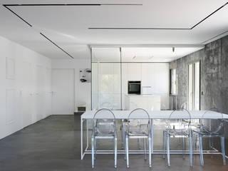 PISO - PUERTO DE ALCÚDIA Cocinas de estilo minimalista de World Light estudio de iluminación Minimalista