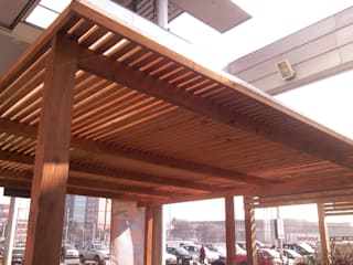 PERGOLA DE MADERA Balcones y terrazas rústicos de hogartotal Chile Rústico Madera Acabado en madera