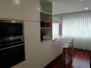 Carpintaria Senhora da Paz, Unipessoal Lda 廚房收納櫃與書櫃