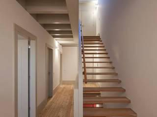 Escadas - Degrau a Degrau chegamos ao sucesso por Carpintaria Senhora da Paz, Unipessoal Lda Moderno