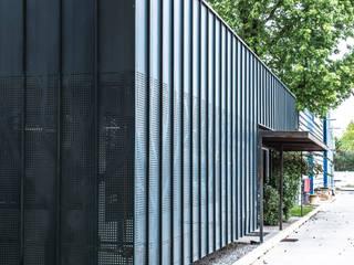 Oficinas empresa Nicolaides, Conchali de AlCubo Arquitectos Moderno