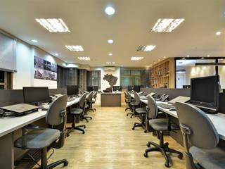 AVR Studio Arquitetura Bangunan Kantor Modern Komposit Kayu-Plastik Grey