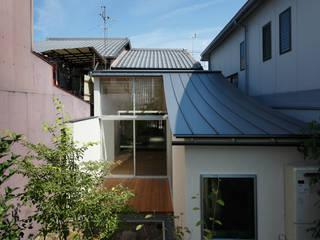 反り屋根の町家 モダンな 家 の 中西ひろむ建築設計事務所/Hiromu Nakanishi Architects モダン