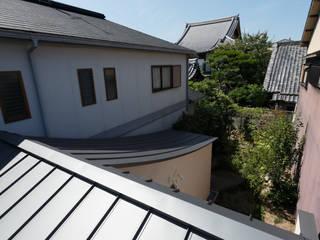 反り屋根の町家 の 中西ひろむ建築設計事務所/Hiromu Nakanishi Architects モダン