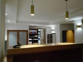 OFICINA Oficinas y tiendas de estilo moderno de World Light estudio de iluminación Moderno
