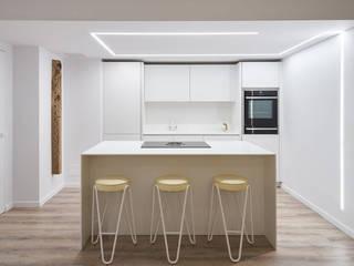 PISO - SEA BREEZE Cocinas de estilo minimalista de World Light estudio de iluminación Minimalista