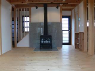 木組の家 和風デザインの リビング の オダ工務店株式会社 和風