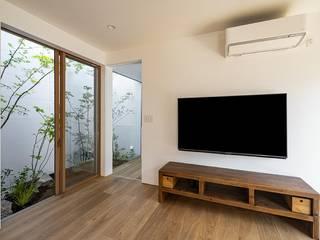 Modern Living Room by キリコ設計事務所 Modern