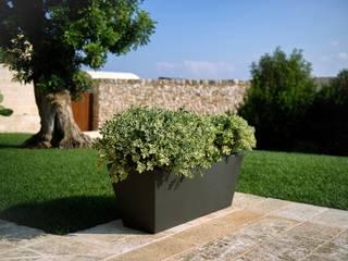 Maceteros decorativos originales y modernos para todo tipo de jardines y terrazas. de Mobiliario led&design Moderno