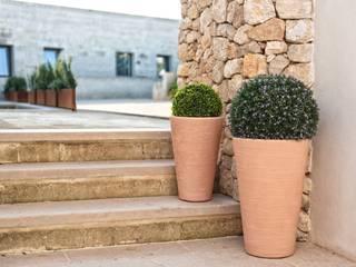 Maceteros decorativos, originales y rústicos con interpretación moderna para todo tipo de jardines y terrazas. de Mobiliario led&design Rústico